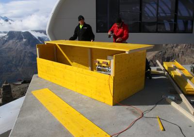 Wird das Georadar für eine längere Zeit installiert, schützt eine Holzverkleidung das Radar.