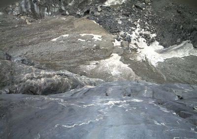 Kameraansicht des Stolleneingangs am unteren Grindelwaldgletscher.