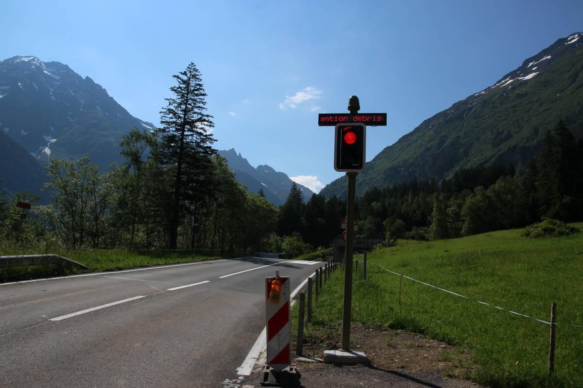 Mehrere Ampeln sperren die Strasse automatisch, wenn ein Ereignis detektiert wurde.