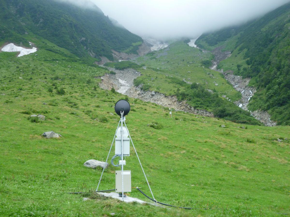 Mit einem Doppler-Radar wird der Graben weiter oben beobachtet.