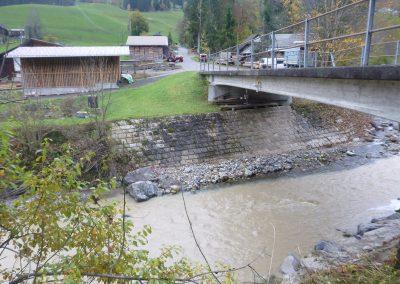 Das Pegelradar überwacht permanent den Wasserstand der Zulg.