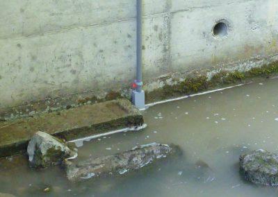 Um eine höchste Zuverlässigkeit zu garantieren ist die Anlage redundant konstruiert. Parallel zum Pegelradar überwacht eine Drucksonde den Wasserstand.