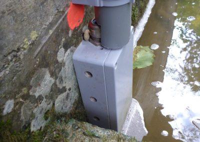 Die Drucksonde misst den unterschiedlichen Wasserdruck und kann damit den Wasserstand definieren.