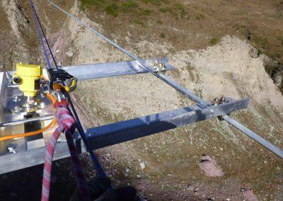 Die Pegelradars sind an drei 200m langen Drahtseilen befestigt und überwachen den Murganggraben.