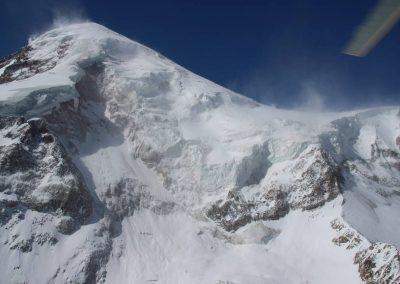 Vista hacia el glaciar en Mt. Kazbek donde una gran porción de hielo cayó en 2014.