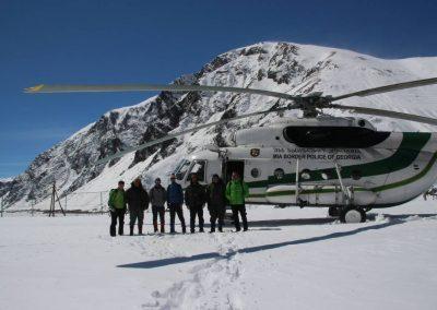 Gruppenbild nach dem Inspektionsflug mit dem MI-8 Helikopter.
