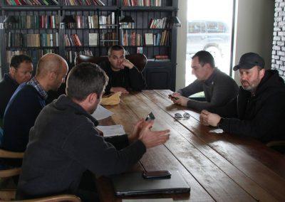 En conversaciones con el ministro de medio ambiente de Georgia, el jefe de la Agencia Nacional de Medio Ambiente y el jefe del cuerpo nacional de respuesta de emergencia. (abril de 2015, de izquierda a derecha).