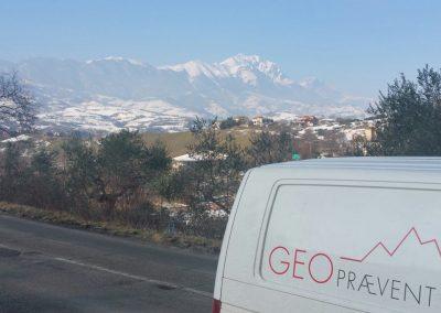 Im Hintergrund ist das Gran-Sasso-Massiv ersichtlich, wo sich die Lawine ereignet hat.
