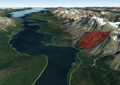 Holmbuktura liegt an einem Fjord im Norden Norwegens (Bild: GoogleEarth).