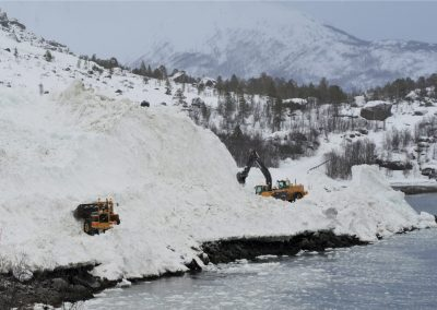 Diggers remove avalanche debris after a major event in winter 2014 (picture: Statens vegvesen).