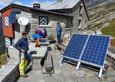 Installation of the interferometric Georadar at the mountain hut.
