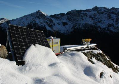 Interferometrisches Radar mit Solarpanels und Brennstoffzelle am Ritzlihorn (BE).