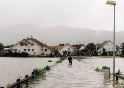 Hochwasser 1999 am Rheintaler Binnenkanal (Bild: Zweckverband RBK).