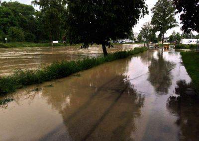 2013 trat erneut das Wasser über die Ufer und überflutete grosse Gebiete des Rheintals (Bild: Zweckverband RBK).