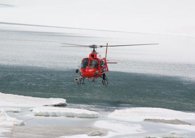 Setzen der Drucksonden per Helikopter.