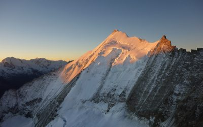 Weisshorn hanging glacier: Monitoring at 4133 m a.s.l.