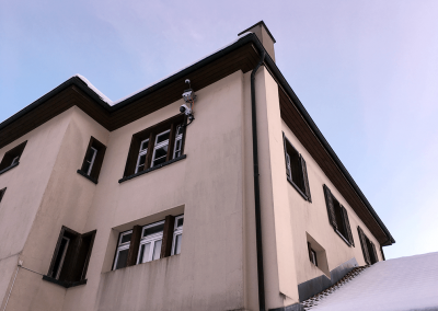 The Rockfall Radar is installed at the former school building of Brienz.
