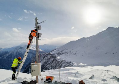 Installation of the avalanche and people radar in the Belalp ski resort.