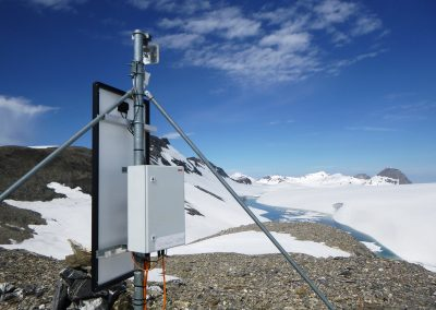Faverges 1 camera station on the southeast edge of the Plaine Morte glacier.