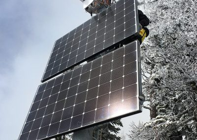 The combined avalanche radar station Napoleon Spur monitors two slopes in two different locations. The stations are powered by a fuel cell and solar panels.