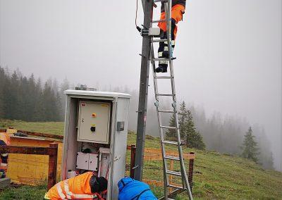 Die Installation von Radar und PRO Cam durch Geopraevent-Techniker. Die Wartung wird remote oder nach Bedarf vor Ort vorgenommen.